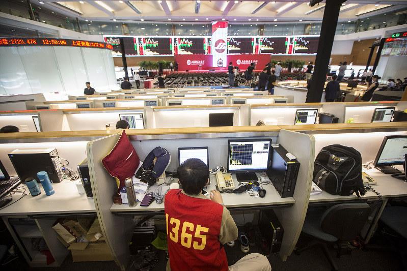 市場の役割が拡大する(Bloomberg)