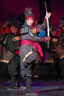 人として、剣士として成長していく武蔵を好演した珠城りょう=宝塚大劇場で