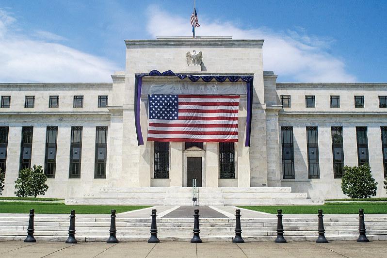 FRBに年内利下げ見通しまで出始めた(Bloomberg)