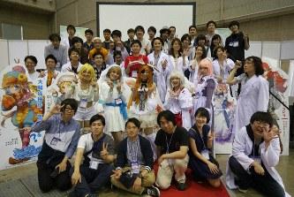 日本うんこ学会の面々。医療業界だけでなくさまざまな職種の人が集う=石井さん提供