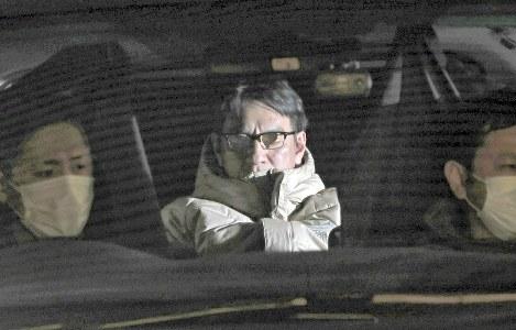 移送されるピエール瀧容疑者=東京都千代田区で2019年3月13日午前3時24分、長谷川直亮撮影