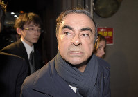 Former Nissan Motor Co. Chairman Carlos Ghosn leaves his lawyer's office in Tokyo's Chiyoda Ward on April 3, 2019, the day before he was re-arrested. (Mainichi/Naoki Watanabe)