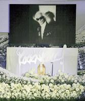 内田裕也お別れの会「ロックンロール葬」で祭壇に飾られた遺影=3日、東京都港区の青山葬儀所