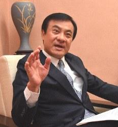 毎日新聞のインタビューに応じる台湾の蘇嘉全・立法院長=台北市の立法院で4月8日、福岡静哉撮影