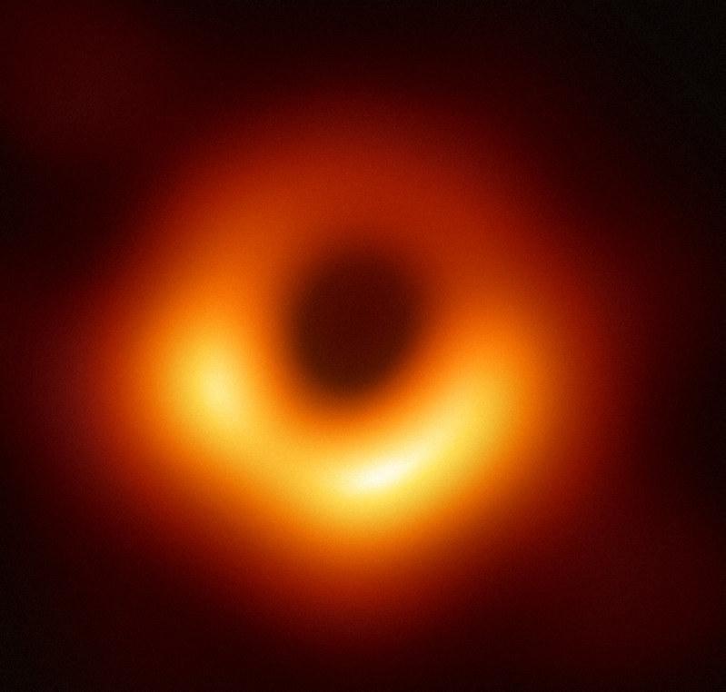 ブラックホールの撮影に成功 世界初 一般相対性理論を証明 | 毎日新聞