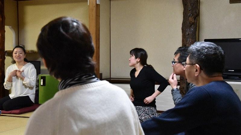 50代からの自分ほぐしワークショップで語り合う参加者たち=東京都文京区で、筆者撮影