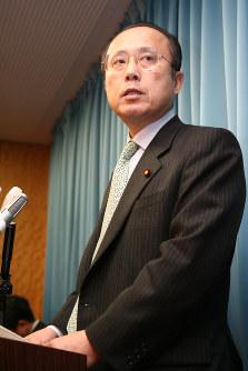 2006年12月、政治団体の事務所費問題で佐田玄一郎・行政改革担当相が辞任=山本晋撮影