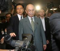 2007年9月、役員を務める農業共済組合の補助金不正受給問題で遠藤武彦農相が辞任=佐々木順一撮影