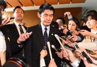 2017年4月、東日本大震災被害を「まだ東北で良かった」と発言し、被災者を傷つけたとして今村雅弘復興相が辞任=川田雅浩撮影