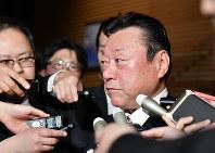 2019年4月10日、東日本大震災を巡り、復興以上に政治家が大事と発言した責任を取って桜田義孝五輪担当相が辞任=宮間俊樹撮影