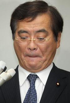 鉢呂吉雄氏▼2011年9月=東京電力福島第1原発の視察を終えた夜、東京都内で報道陣の一人に近寄って防災服をすりつける仕草をし、「放射能をつけたぞ」という趣旨の発言