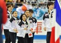 【フィギュア世界国別対抗戦】オープニングセレモニーに姿を見せた日本の選手たち=マリンメッセ福岡で2019年4月11日、森園道子撮影