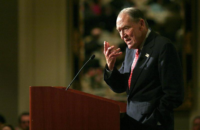 バンガード・グループ創設者、故ジョン・ボーグル氏。「ボーグル・ヘッド」という、同氏の投資哲学に共鳴する熱狂的な支持者がいる(Bloomberg)