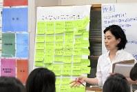 セーブ・ザ・チルドレンの講座でトレーナーを務める森郁子さん=セーブ・ザ・チルドレン提供