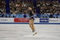 【フィギュア世界国別対抗戦】女子フリーの演技でジャンプを跳ぶ紀平梨花=2019年4月13日、AP