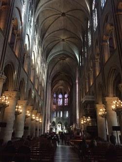 ノートルダム大聖堂の内部=2019年2月、銅崎順子撮影
