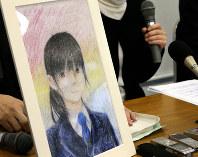 自殺した女子生徒が描いた自画像を前に記者会見する母親=神戸市中央区で2019年4月16日午後1時24分、梅田麻衣子撮影