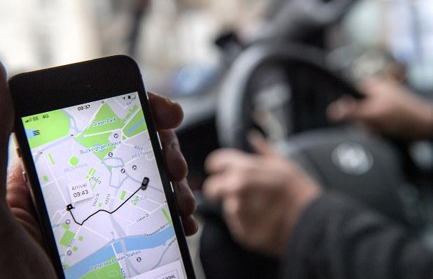 ウーバーのアプリを使うと、乗る前に運賃や配車にかかる時間が表示される(Bloomberg)
