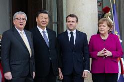 パリでは習近平氏(左から2人目)と欧州首脳の会談も開かれた(3月26日、Bloomberg)
