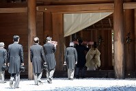 Emperor Akihito, third from right, visits the outer shrine of Ise Jingu Shrine in the city of Ise, Mie Prefecture, on April 18, 2019. (Pool photo)