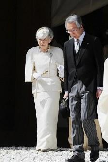 伊勢神宮の内宮を参拝された皇后さま=三重県伊勢市で2019年4月18日午後2時26分(代表撮影)