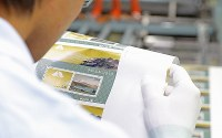 印刷が始まった、新元号「令和」が入った「特別お年玉切手シート」=東京都北区で2019年4月18日午後1時55分、宮武祐希撮影