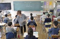 全国学力・学習状況調査の開始を待つ児童たち=東京都内の小学校で2019年4月18日午前8時31分、藤井達也撮影