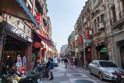 台北市西区の観光地「迪化街」の街並み(筆者撮影)