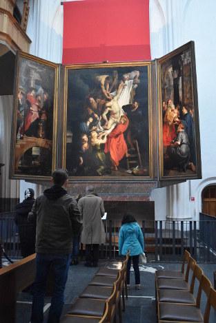 ネロがこの目で見たいとあこがれ続けた巨匠ルーベンスの祭壇画=アントワープで2017年2月11日、八田浩輔撮影
