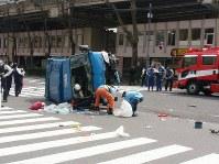 複数のけが人が出ている事故の現場=東京都豊島区南池袋2で19日午後1時ごろ、土江洋範撮影