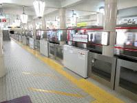 御堂筋線天王寺駅に設置されている大阪メトロの可動式ホーム柵=同社提供