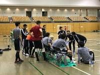 戦術確認を行うフットサル日本代表