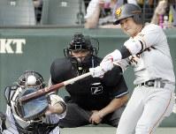 【阪神-巨人】七回表巨人2死二塁、山本が左中間に適時三塁打を放つ
