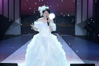 ラストソングまで熱唱する森昌子さんに、会場からは拍手がやまなかった=東京都町田市で16日