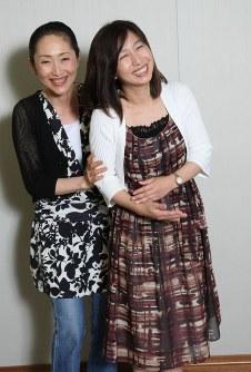 24年ぶりに再結成した「あみん」=毎日新聞大阪本社で2007年7月3日午後、内林克行撮影