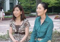 活動再開、テレビ番組収録で母校の椙山女学園大学を訪れた「あみん」 2007年7月2日撮影