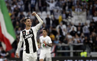 Juventus' Cristiano Ronaldo celebrates at the end of a Serie A soccer match between Juventus and AC Fiorentina, at the Allianz stadium in Turin, Italy, on April 20, 2019. (AP Photo/Luca Bruno)