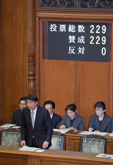 Legislation to provide relief to those who underwent forced sterilizations under the now-defunct eugenic protection law is unanimously passed during a plenary session of the House of Councillors, on the morning of April 24, 2019. (Mainichi/Masahiro Kawata)