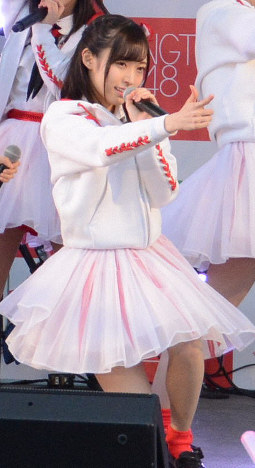 Maho Yamaguchi performs as a member of NGT48 at a concert in the city of Niigata, Niigata Prefecture, on Jan. 9, 2017. (Mainichi/Yuma Hori)