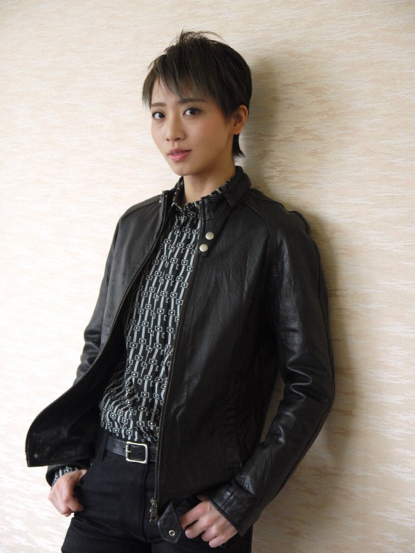 宝塚星組次期トップコンビ 礼真琴さんと舞空瞳さんに , 毎日新聞