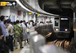 都心への旅客数は増えている(Bloomberg)