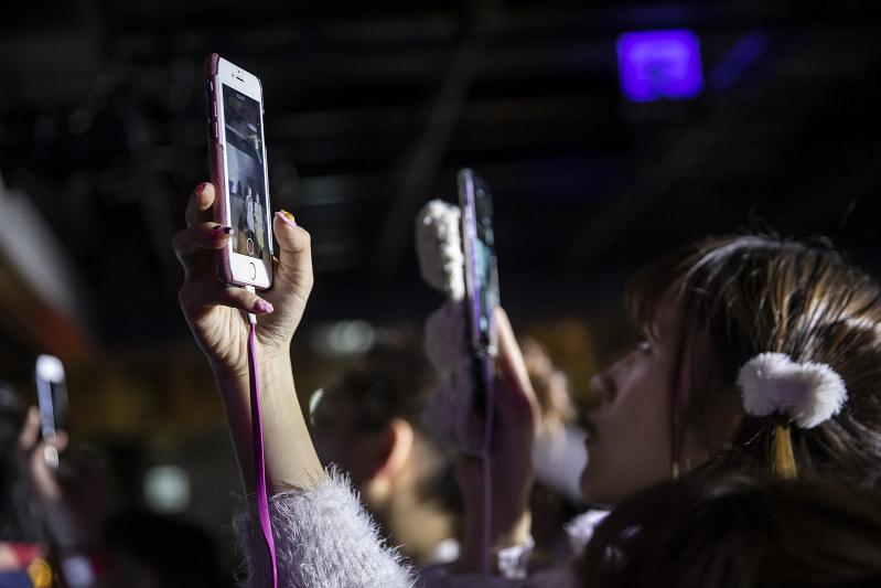 スマホは消費のあり方を変えた(Bloomberg)