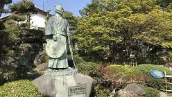 生地「中の家」の若き日の栄一像=2019年4月18日、田中学撮影