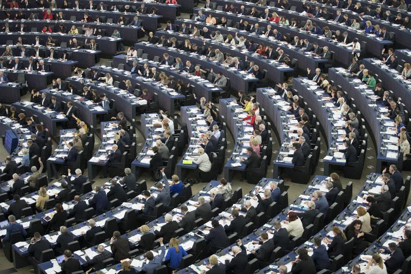欧州ニュースアラカルト:EU欧州議会選まで1カ月 三つの注目点   毎日新聞