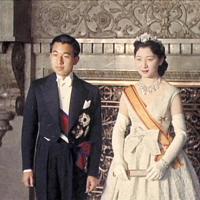 前の天皇、皇后両陛下ご結婚の記念撮影=1959年4月10日