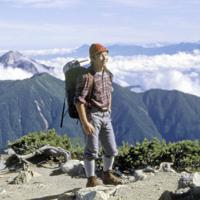 南アルプスの北岳山頂(標高3193メートル)に立たれる新天皇陛下=山梨県芦安村(現南アルプス市)で1987年8月11日、荒井真治撮影