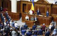 Ukrainian lawmakers sing the national anthem after a vote, in parliament, in Kiev, Ukraine, on April 25, 2019. (AP Photo/Efrem Lukatsky)