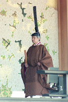 Emperor Akihito takes part in the Sokuirei-Seiden-no-Gi ceremony, in which the new Emperor proclaims the enthronement and receives felicitations of representatives from Japan and abroad, at the Imperial Palace in Tokyo on Nov. 12, 1990. (Mainichi/Shintaro Yoshida)