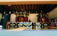Prime Minister Toshiki Kaifu, front left, celebrates the enthronement of Emperor Akihito as part of the Sokuirei-Seiden-no-Gi ceremony at the