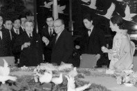 Emperor Akihito, front left, and Empress Michiko, right, make a toast at a welcome banquet hosted by Chinese President Yang Shangkun in Beijing on Oct. 23, 1992, during the first ever visit of a Japanese emperor to China. (Pool photo)